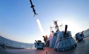 Photo non datée diffusée le 8 février 2015 par l'agence officielle de la Corée du nord KCNA montrant un tir d'essai de missile en mer