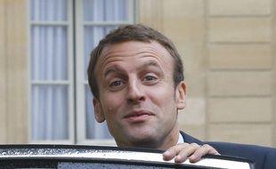 Emmanuel Macron à la sortie de sa voiture dans la cour de l'Elysée, le 16 septembre 2015