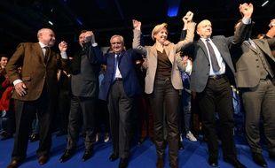 Dominique Bussereau, François Bayrou, Jean-Pierre Raffarin, Virginie Calmels et Alain Juppé, samedi 28 novembre lors d'un meeting de rassemblement à Bordeaux