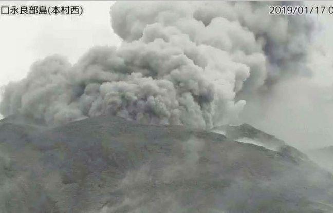 Japon: Le volcan de l'île Kuchinoerabu entre en éruption, aucun blessé ni dégât pour l'instant