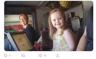 La petite Molly n'avait « jamais vu une femme conduire un camion de pompiers ».