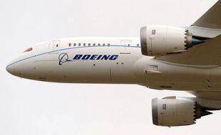 Boeing, concurrent frontal d'Airbus, filiale d'EADS , table sur la  livraison de 485 à 495 avions de ligne cette année, dont 25 à 30 787  Dreamliner.