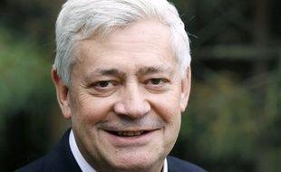 """Le vice-président du Front national (FN), Bruno Gollnisch, a avoué mardi une """"certaine sympathie"""" pour le député UMP Christian Vanneste, en soulignant qu'ils avaient été tous deux condamnés puis blanchis par la justice pour des propos controversés."""