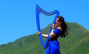 La harpiste bretonne Marion Le Solliec commence à se faire un nom sur YouTube.