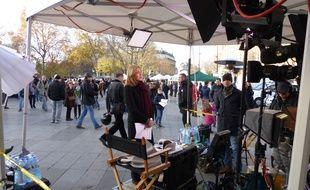 La journaliste de NBC en plein direct dimanche 22 novembre, place de la République.