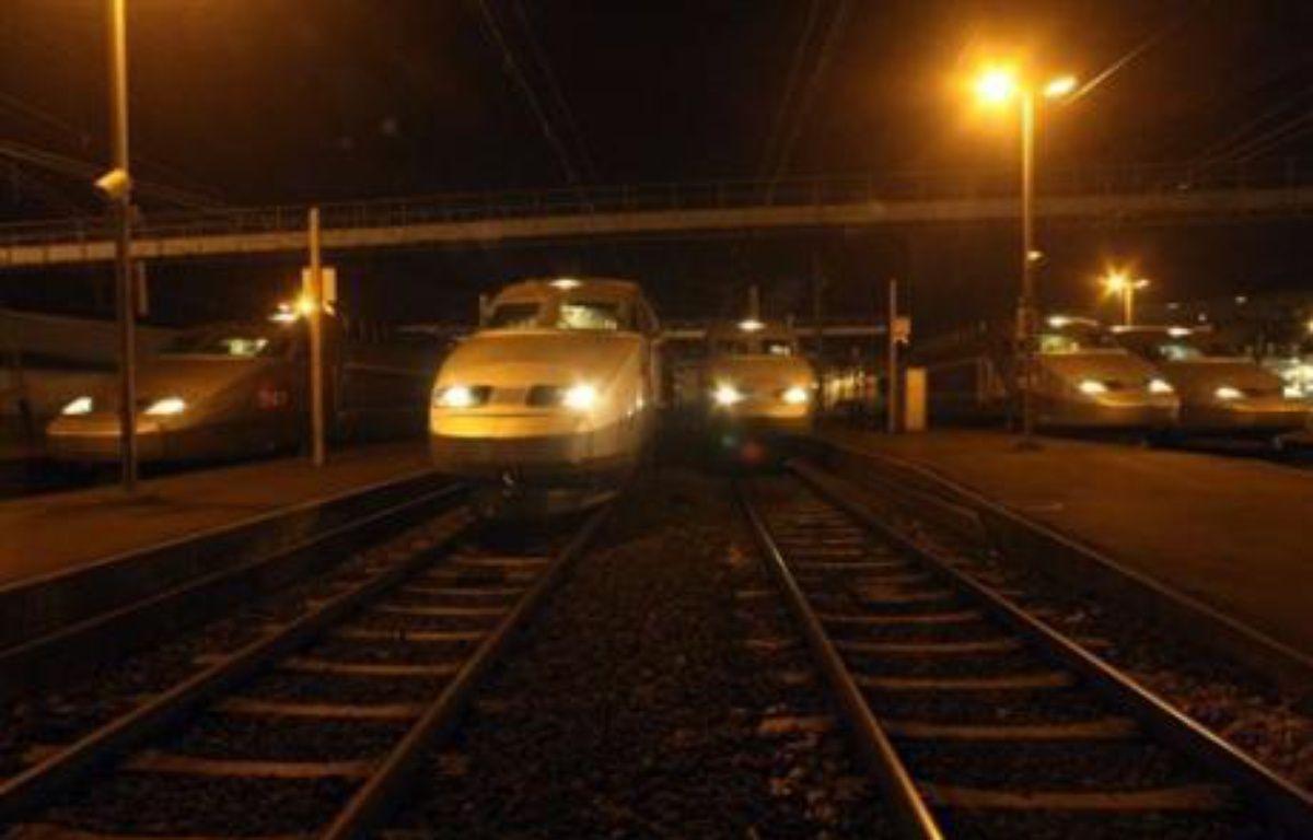 La circulation a repris sur les deux voies de la ligne à grande vitesse empruntée par les TGV Atlantique, affectée samedi par un incident de caténaire qui perturbé une cinquantaine de trains, a indiqué la SNCF peu après minuit. – Jean Francois Monier AFP