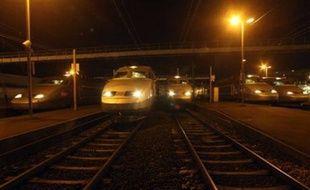 La circulation a repris sur les deux voies de la ligne à grande vitesse empruntée par les TGV Atlantique, affectée samedi par un incident de caténaire qui perturbé une cinquantaine de trains, a indiqué la SNCF peu après minuit.