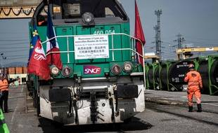 Le premier train de marchandises, reliant la ville de Wuhan à Lyon est arrivé le 21 avril dans le Rhône, après 15 jours de trajet. / AFP PHOTO / JEFF PACHOUD