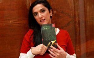 """L'écrivain israélienne Dorit Rabinyan, qui a publié en 2014 un livre en hébreu sous le titre """"Haie"""" (""""Geder Haya"""") banni des lycées par le ministère israélien de l'Education, le 31 décembre 2015 à Tel Aviv"""