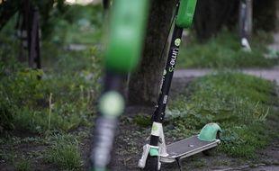 Stationner une trottinette électrique sur un trottoir parisien est désormais interdit depuis ce mardi 30 juillet.