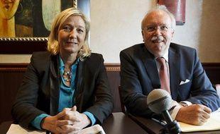Marine Le Pen présente à la presse Wallerand de Saint-Just, le candidat du Front national à la mairie de Paris, le 26 juin 2013.