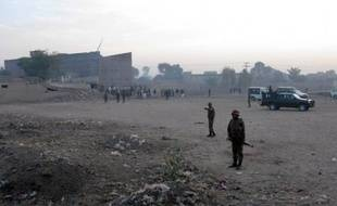 Près de 400 détenus, dont des insurgés islamistes, se sont évadés dimanche d'une prison dans le nord-ouest du Pakistan, bastion de groupes rebelles, dans une attaque revendiquée par les talibans pakistanais, ont annoncé les autorités et les assaillants.