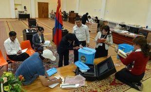 Un jour après la première élection jamais organisée par vote électronique, celle de ses députés, la Mongolie n'avait toujours pas été en mesure d'en annoncer les résultats vendredi.