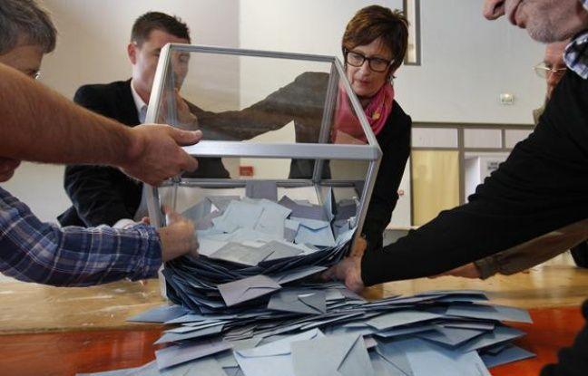 Dépouillement des votes de la présidentielle à Illkirch-Graffenstaden (Bas-Rhin), le 22 avril 2012.