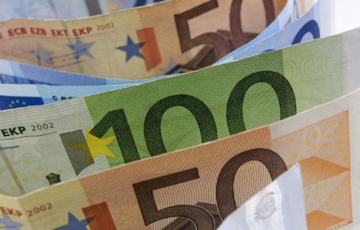 La première série de billets d'euros a été lancée en janvier 2002. – JAUBERT/SIPA