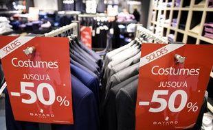 Ouverture des soldes dans un magasin de vêtements de Talange, le 3 janvier 2020.