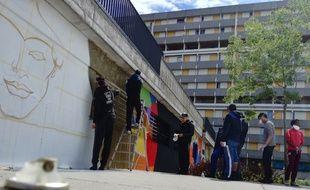 Mercredi après-midi, dans le quartier de Bellefontaine, lors de l'atelier graffiti mis en place dans le cadre de la Coopération Inter-Bailleurs.
