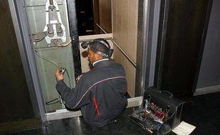 Illustration d'une réparation d'ascenseurs