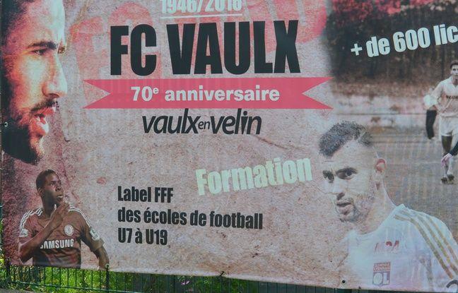 Nabil Fekir, Kurt Zouma et Rachid Ghezzal sont les trois joueurs internationaux majeurs passés par le FC Vaulx-en-Velin.