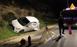 La police scientifique enquête autour de la scène de l'assassinat de Jean Leccia, le 23 mars 2014.