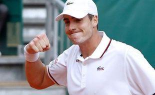 L'Américain John Isner a battu 6-2 7-6 (7/2) le Français Nicolas Mahut mercredi au 2e tour du tournoi de Newport (herbe) lors de leur deuxième confrontation depuis leur match historique à Wimbledon il y a deux ans