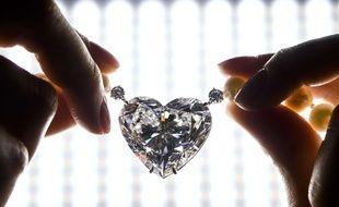 Le plus gros diamant taillé en forme de coeur jamais mis aux enchères a été vendu le 17 mai 2017 à Genève (Suisse) pour près de 15 millions de dollars, un