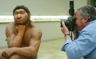 Le cerveau de l'homme de Neandertal et celui de l'homme moderne, similaires à la naissance, avaient un développement très différent dès la première année de la vie, selon une étude qui dément l'idée selon laquelle les deux espèces avaient des capacités mentales comparables.