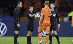 Stéphanie Frappart a arbitré la rencontre les Pays-Bas et l'Estonie en qualification à la Coupe du monde 2022, le 28 mars 2021.