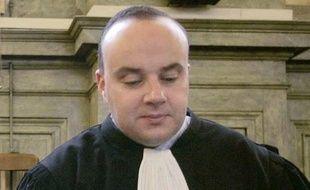 La Cour d'appel de Pau a remis en liberté vendredi Franck Lasserre, accusé d'avoir poignardé à mort celui qu'il croyait être l'amant de sa femme, estimant que ses droits avaient été violés faute pour son avocat d'avoir pu accéder au tribunal lors d'une audience le concernant.