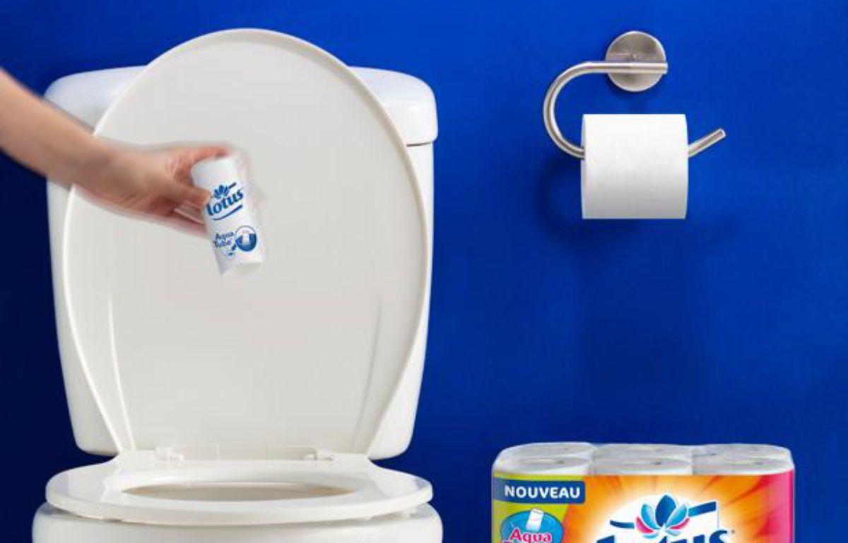 Le rouleau de papier toilette qui se jette dans la cuvette. – Lotus