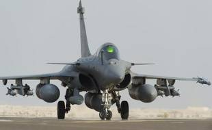 Dans le cadre d'une action internationale contre le groupe Etat islamique, l'un des deux Rafale français rentre de sa mission, en septembre 2014