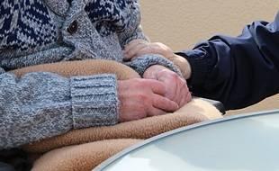 Les personnes âgées sont particulièrement visées par le vol à la ruse. (Illustration)