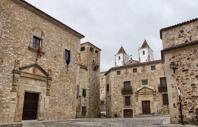 Les amateurs de la série Game of Thrones reconnaîtront Port-Réal dans les ruelles de Cáceres.