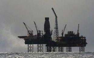 Total a envoyé des experts en mission de reconnaissance sur la plateforme d'Elgin en mer du Nord évacuée les 25-26 mars en raison d'une fuite de gaz.