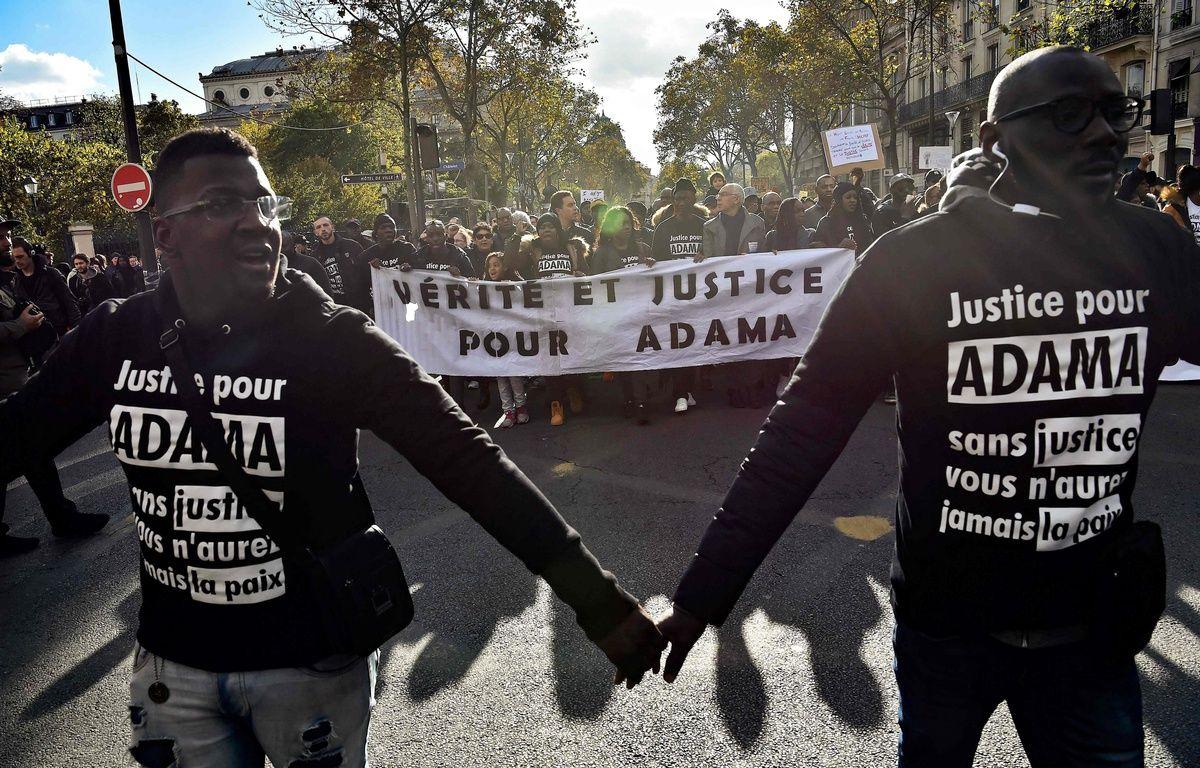 Paris, le 5 novembre 2015. - 800 manifestants ont défilé pour demander «justice pour Adama Traoré», ce samedi, à Paris. – AFP