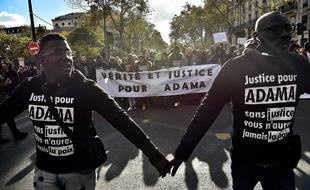 Paris, le 5 novembre 2015. - 800 manifestants ont défilé pour demander «justice pour Adama Traoré», ce samedi, à Paris.