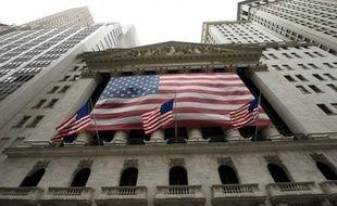 Wall Street a terminé dans le rouge jeudi, la publication de données mitigées sur l'économie américaine et une réunion sans surprise de la Banque centrale européenne freinant l'enthousiasme des investisseurs: le Dow Jones a cédé 0,31% et le Nasdaq 0,11%.