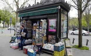 Un kiosque à Paris, le 16 avril 2013