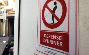 Panneau d'interdiction d'uriner.