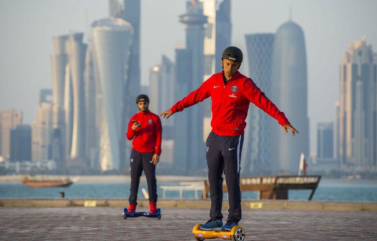 Marquinhos et Kurzawa à Doha le 29 décembre 2015. –  Panagiotidou/PSG/SIPA