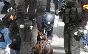 Une interpellation en fin de manifestation contre la Loi Travail, le 11 mai à Toulouse.