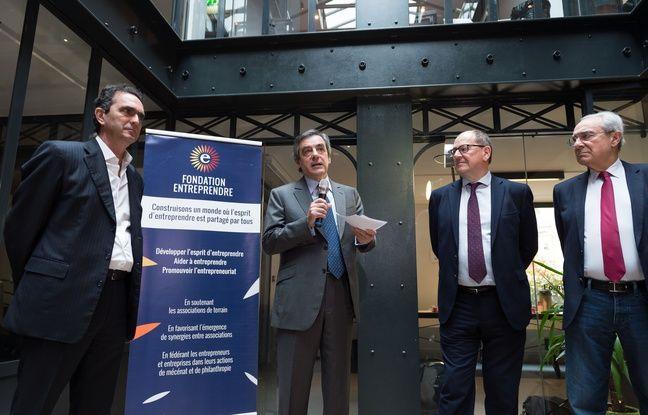 Pierre Danon, François Fillon, Hervé Novelli et Bernard Debré le 12 avril 2016 à Paris, devant un parterre d'entrepreneurs.