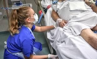 Un patient dans le service des soins intensifs de l'hôpital Pellegrin à Bordeaux, le 22 septembre 2020.