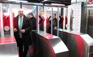 Damien Castelain, président de la Métropole de Lille, inaugure les portillons de sécurité du métro, le 30 novembre 2017 (archives.