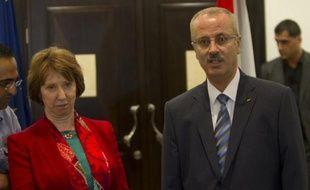 Le Premier ministre de l'Autorité palestinienne Rami Hamdallah a suspendu vendredi sa démission, à l'issue d'une rencontre avec le président Mahmoud Abbas, a-t-on appris de sources concordantes.