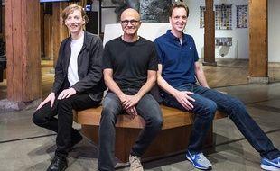 Le cofondateur de GitHub, Chris Wanstrath (gauche) et le directeur général de Microsoft, Satya Nadella (centre).