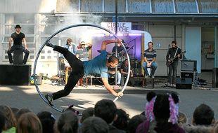 Le spectacle surprise du Cirque Farouche dure un bon quart d'heure.