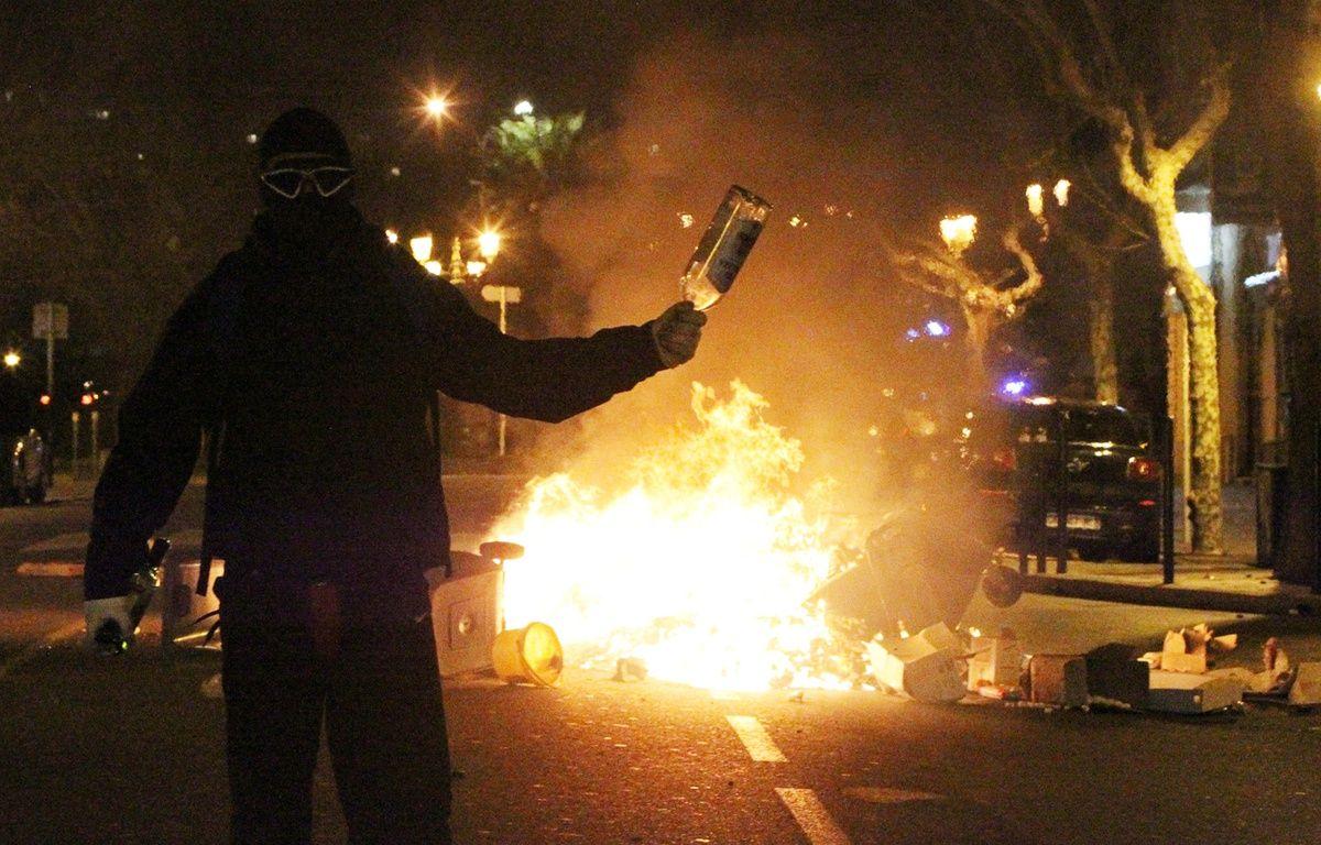 Un manifestant lors des incidents à Bastia, le 14 février 2016. – YANNICK GRAZIANI / AFP