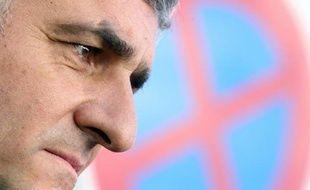 Crédité de 1% au plus, Hervé Morin entend maintenir le cap de sa candidature à l'Elysée au risque de provoquer l'éclatement de son parti, le Nouveau centre, dont les principaux ténors exigent la tenue d'urgence d'un congrès pour tenter de le faire renoncer.