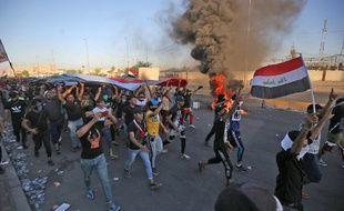 Des manifestants irakiens dans la rue contre la corruption, le manque de services publics, et le chômage à Bagdad, le 4 octobre 2019.